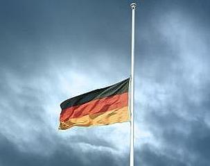 fahne-auf-halbmast1.jpg.9aefb713026bbb131300e09595292839.jpg